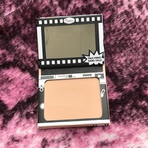 theBalm Makeup - The Balm Powder Foundation